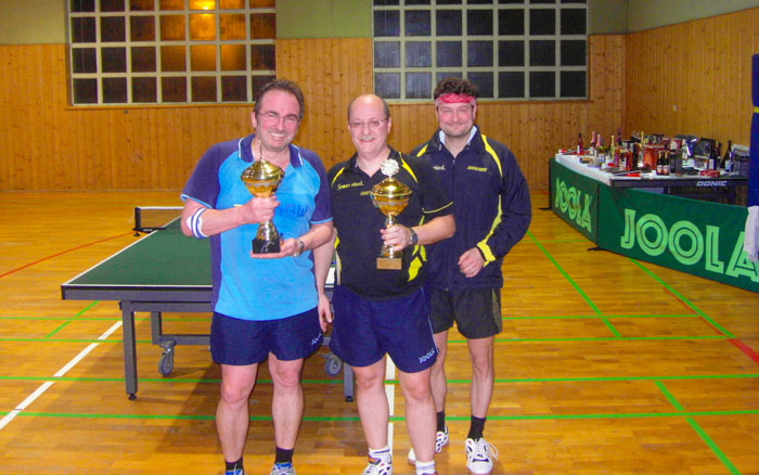 Die Sieger im Weihnachts-Doppelturnier - Michael Weick  & Jörg Gerkewitz mit Abteilungsleiter Markus Kolb