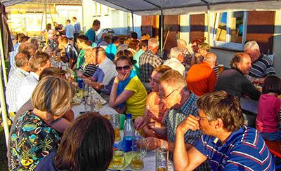 Saisonabschluss-Grillfest:  Zweifache Meisterschaft und Wiederaufstieg gebührend gefeiert