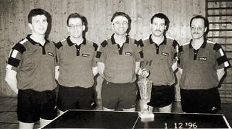 Die TSG Plankstadt errang mit den Stützen der ersten Mannschaft den Kreispokalsieg. Von links: Jürgen Lorenz, Holger Seitz, Wolfgang Blümle, Heiko Treiber und Michael Weick