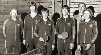 1979 wurde die Jugendmannschaft von Eintracht Plankstadt Kreismeister. Von links: Trainer Manfred Kapp, Robert Kapp, Andreas Kapp, Markus Wiegand, Abteilungsleiter Helmut Gaa und Andreas Vobis
