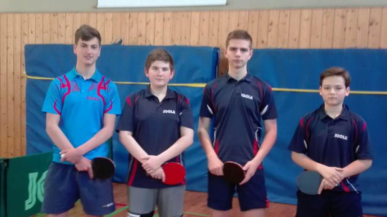 Die 1. Jugendmannschaft mit v.l. Philipp Adar, Vincent Wiest, Robin Halens und Luis Klaus