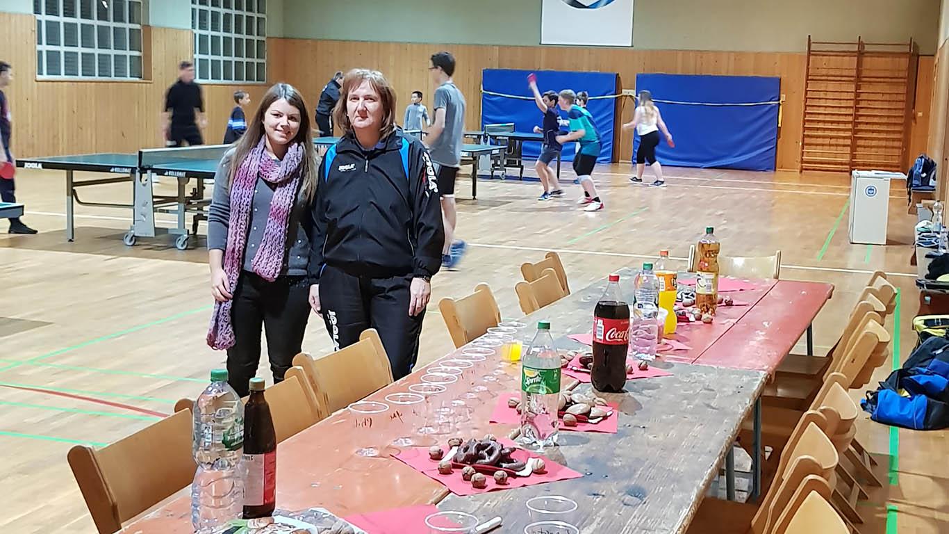 Nadja und Kristine sorgten für Speisen und Getränke