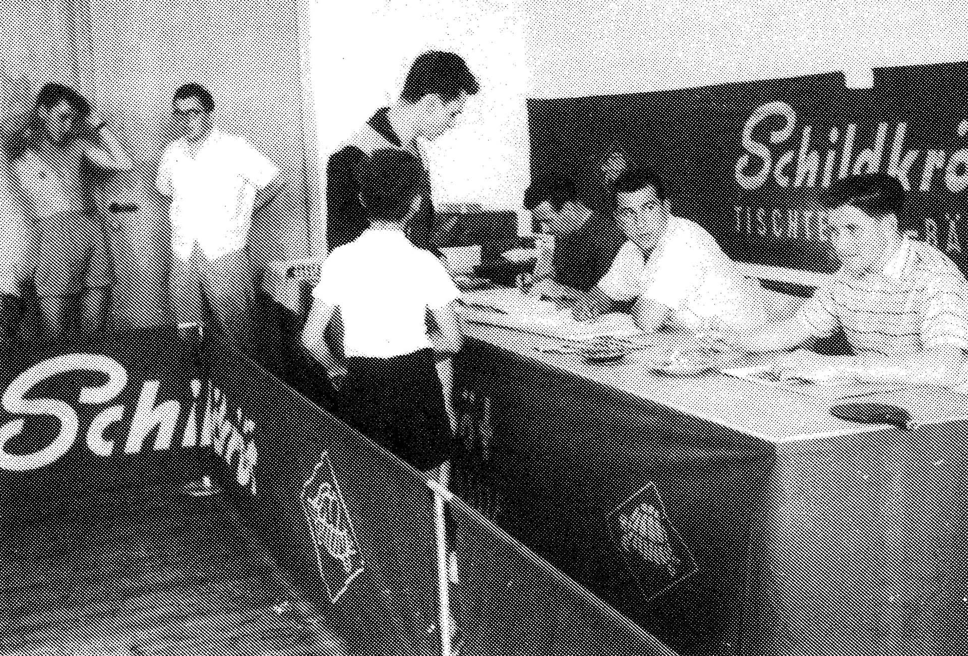 Die Turnierleitung bei einem der ersten Tischtennisturniere in der neu erbauten Dr.-Erwin Senn-Halle.